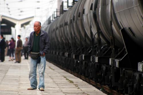 タダ停まっているだけの列車。<br />でも、何か違う。<br />列車環境は当然だけど、外からは判らない。<br />
