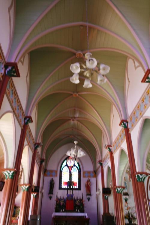 宝亀教会の内部です。