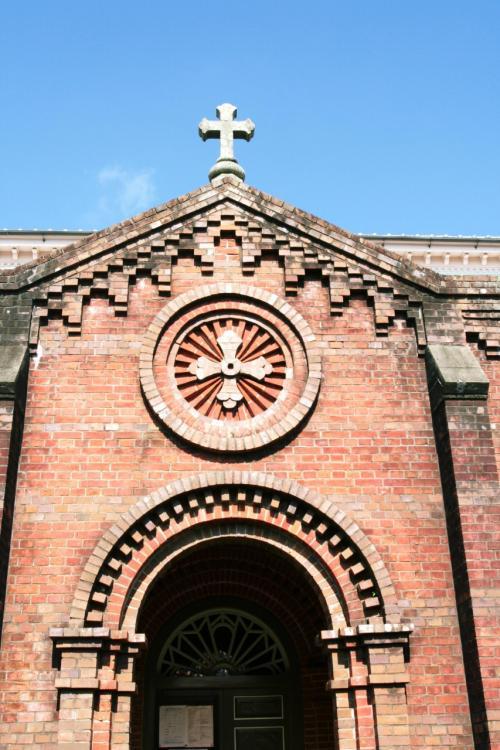 レンガ造りの堂々とした教会です。設計者は鉄川与助、彼のレンガ造りの最後の教会で、1918年(大正7年)完成しました。