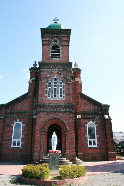 これが田平教会です。畑以外に何もないような広々とした地に、忽然と大きな教会がそびえ建っている様には驚きました。