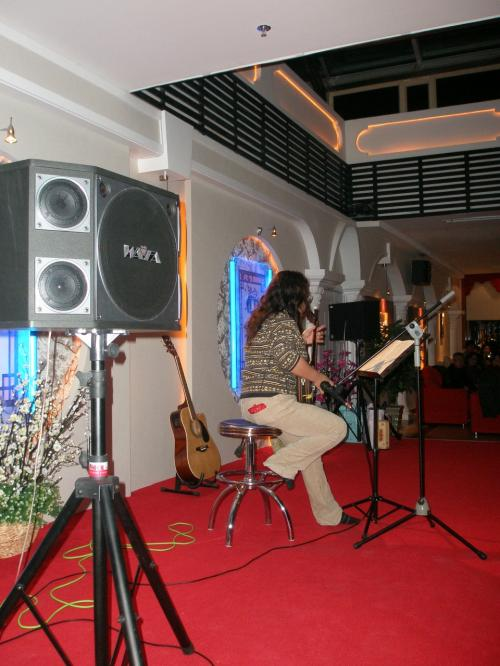 北国の春・会場全体が沖縄からの暖かい南風を受けまったりと・・・<br /><br />さて、演奏終了後は今回の忘年会のメインとなった・・・