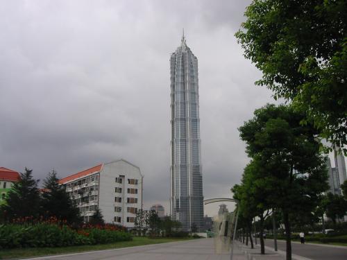 金茂大廈(チンマオターシャ)グランドハイアット <br />88階建てのすっごい高いビル。実は高級ホテルです。どっかのツインタワーが崩壊したせいで世界第二位のビルになったらしいが?