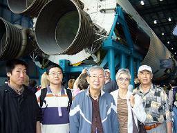 月ロケット、サターンV型の実物大展示のエンジン付近。ちなみにロケットの大きさは36階建てのビルに匹敵。でかい。