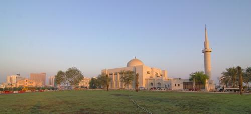 朝日に染まるモスク。