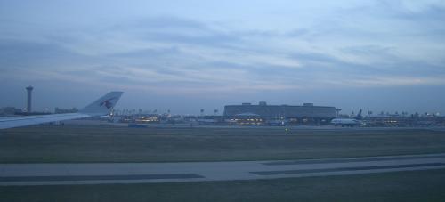 ほどなく、パリ・シャルルドゴール空港に到着