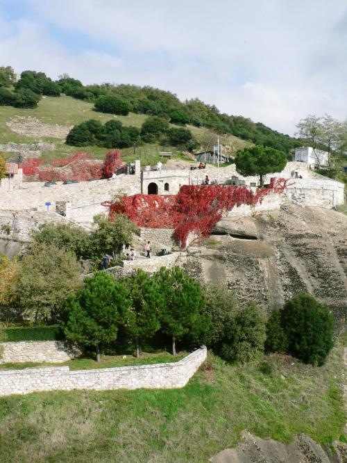 メガロ・メテオロン修道院周辺の光景。<br />