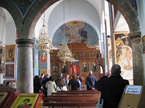 聖ジョージ教会(the Greek Orthodox Church of St. George)<br />(聖ゲオルギウス教会)<br /><br />この教会の建物自体は1896年に再建されたものです。<br />祭壇には聖母マリアとキリストのイコン、聖障は日本のハリストス正教会と同じです。(東方正教会に属しています)<br /><br />イエス・キリストを、ギリシャ語・ロシア語由来の読み方でイイスス・ハリストスという。<br />また、<br />イタリア語形ジョルジョ Giorgio, スペイン語形ホルヘ Jorge, 英語形でジョージ George, フランス語形ジョルジュ Georges, ドイツ語形はゲオルク Georgともなる。<br />ゲオルギウスはラテン語名で、原形のギリシア語形ゲオルギオスです。<br /><br />ゲオルギウスとは、「ゲオス」→「土」と「オルゲ」→「耕作」ということです。 <br />即ち「ゲオルギウス」→「大地を耕す」→「農夫」を意味するということです。<br />ゲオルギウス(Georgius)は<br />イングランド、グルジアやモスクワの守護聖人で、西方では14救難聖人の一人です。