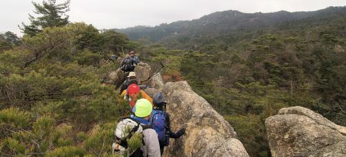 鶏冠山→天狗岩のルートは、岩場有り。