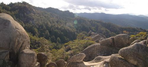 さあ、楽しいお食事タイムもすっかり堪能、<br />竜王山に向けて、出発しましょう。<br />これは行くて方向の眺め。