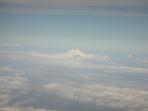 遠くに富士山発見!!<br />写真だと雲と同化して見えないかな?