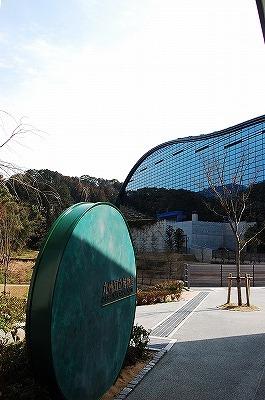 トンネルを抜けると、そこは九州国立博物館だった!<br /><br />でっかい。