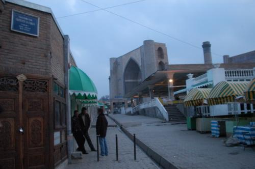 同、シャブ・バザールよりビビハニムモスクを望む