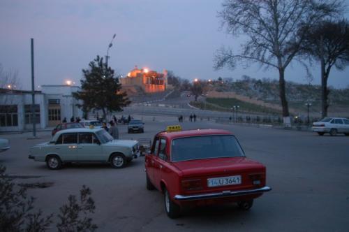 シャブバザールからシャヒーズィンダ廟群をみる