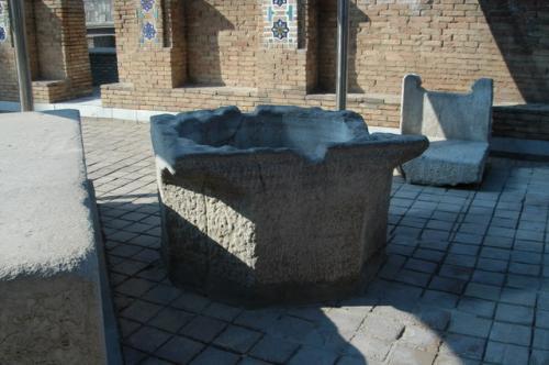 ザクロの泉、チムールが出征帰還した兵隊がここへザクロのジュースを飲みに来ることで何人自分の兵を失ったか数えたという。