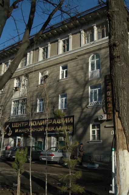 農業省の隣、ソヴィエト時代の建築だろう。