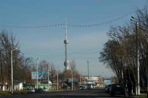 タシケントテレビ塔、モスクワと同じデザインだという。旧ソヴィエトには他にも同じデザインのテレビ塔がいくつかある。