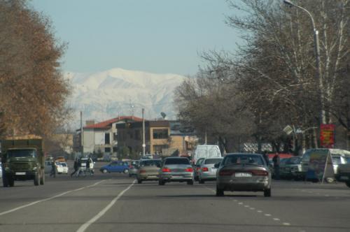 タシケントから見える山並み、あの山の向こうがフェルガナだ。