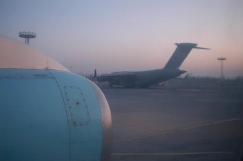 マナス空港に駐機していた米軍の輸送機(これは出国時の写真)