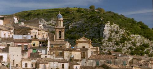 中央に見える教会は、St. Maria dell' Itaria教会