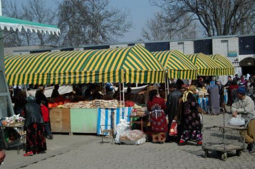 このテントは甘味専門、ケーキやお菓子、スウィートなどなど