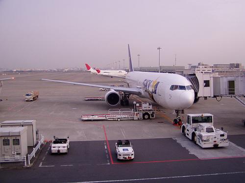 計画では「ムーンライトながら」で名古屋まで行き中部空港発からのANA福岡行きに乗ることを考えていましたが、1ヶ月前の指定券発売日に臨時ですら買えず、予定を変えて、羽田からのスカイマークに。<br />この時期JAL、ANAは特割が無いので、スカイマークに普通運賃(18800円)ですら前日には満席になりました。<br /><br />え、スカイマークはどうだった?って<br />【個人的には次回はご遠慮したいですね】