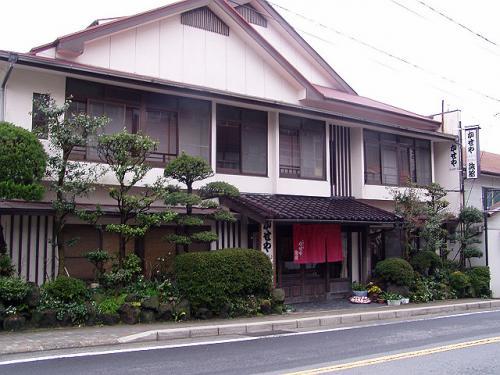 チェックアウトは10時なのでそれまで雲仙を散策します。<br />まずは宿泊した旅館です。<br />日本風の旅情がある宿で気に入りました