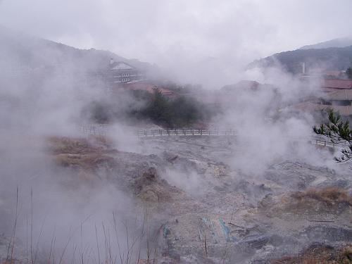 雲仙地獄を散策します。<br />九州は「火の国」ですから雲仙や別府など名高い温泉地が多いので、温泉ファンとしては九州が羨ましいです。<br />