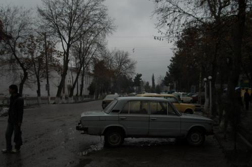 タジキスタンとの国境の町、Sariosieへ到着。ちょっと休憩。この町の先はもう、タジキスタン国境、Tursunzadeだ。