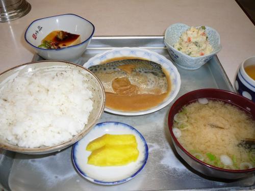 昼食、鯖の味噌に定食(950円)