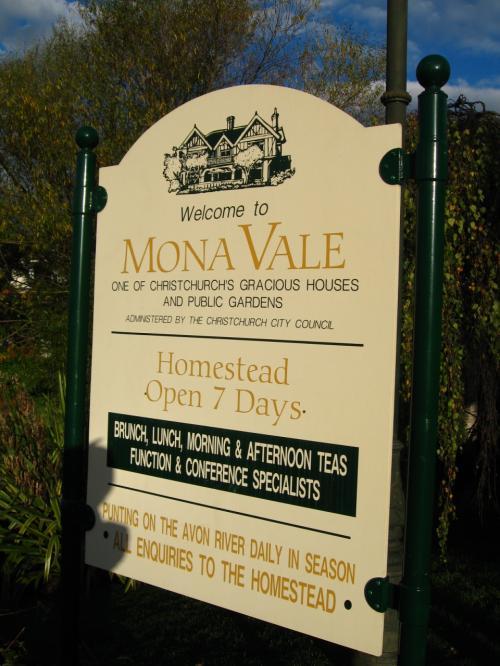 最初の観光は<br />ガーデンシティ・クライストチャーチ<br />の代表的なモナヴェイル邸へ