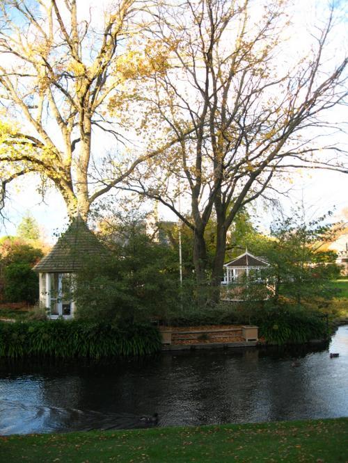 秋の彩りの邸宅内敷地<br /><br />このような所に住んでみたいものだわ