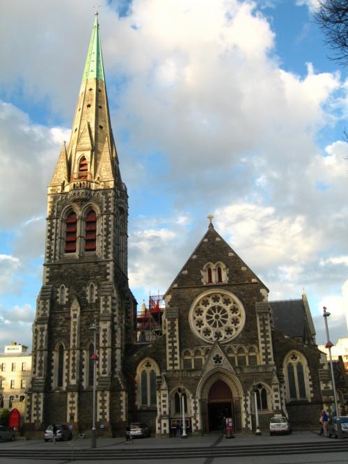 クライストチャーチのシンボル<br />大聖堂<br /><br />63mのビクトリア風ゴシック建築<br />
