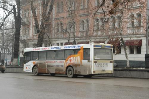 市内のバス、なかなか立派だ。