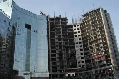 アルマティの南の方、標高が高い地区が高級らしい。ここは事務所ビル、不動産開発が盛んでした。