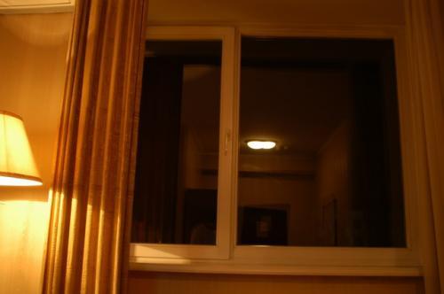 これまた私のお気に入りの2層ガラス窓。かなりしっかりしていて熱が逃げない。
