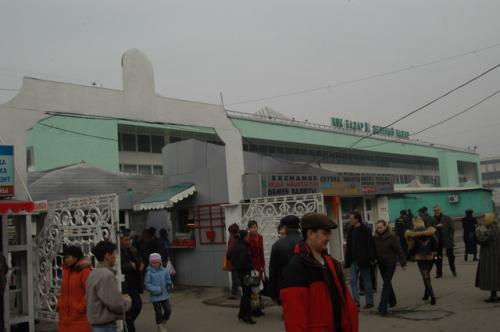 中央バザール全景、グリーンマーケットという意味の市場、外観は撮影可能だが中は禁止であった。