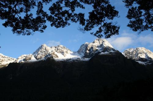 ミラーレイクから臨む雪山<br />