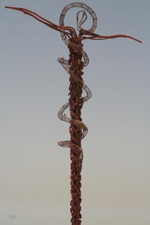 蛇と十字架のモニュメント。<br /><br />預言者モーゼの杖をイメージして作られたのでしょう。