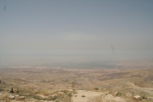 モニュメントの左側から見た景色。