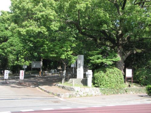 福岡城入り口
