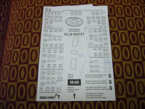 ビュッフェディナーの座席の予約が取れると、<br />時間の入った座席表に印をつけて渡されます。<br />今回は19:45集合ということで、<br />暫し船内を見て回ることにしました。