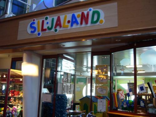 『シリヤランド』は子供向けのプレイルーム。<br />無邪気に遊ぶ子供の絶叫が響きます。<br />