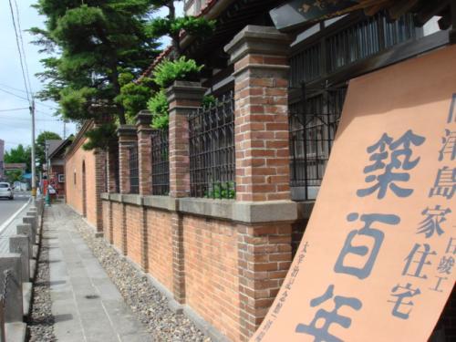 建築した津島家6代目源右衛門は当時の青森で金持ちとして5本指に入っていたようだ。そりゃそうだろうな。なにせ宅地680坪 建坪約400坪もあるそうだ。