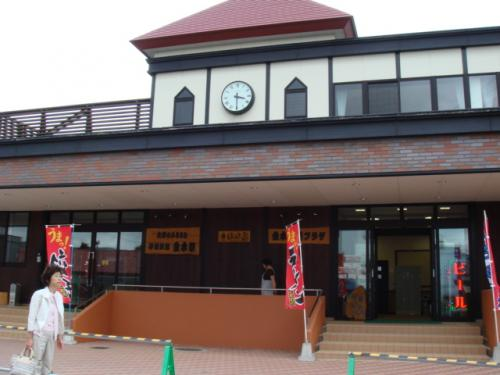 津軽鉄道は全12駅冬はストーブ列車、夏は風鈴列車となる。<br />金木駅はきれいな駅で拍子抜けする。