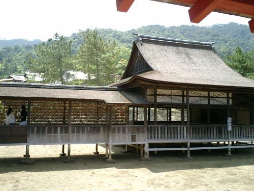 天 神 社 (重要文化財)<br /><br />祭神は菅原霊神。<br />連歌堂とも呼ばれ明治の頃まで連歌が催されていた所<br />