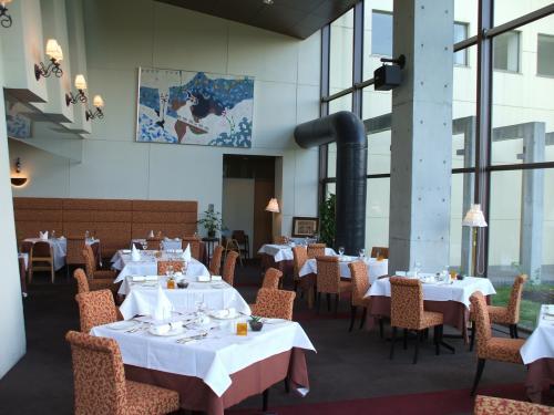 洋食レストラン『ル・プラトー』。ここの料理は実に美味しい。夕食は5000円のコース料理で十分満足する。(注:私はそれ程グルメではないので……)