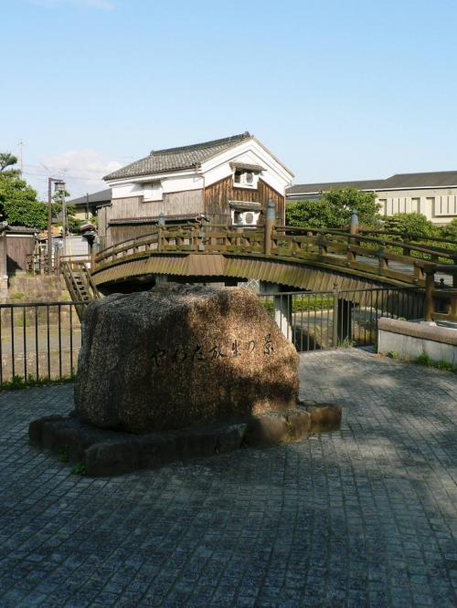 「安居橋」(あんごばし)が掛かった放生川一帯は「やわた放生の景」と名付けられ、散策路になっている。<br />