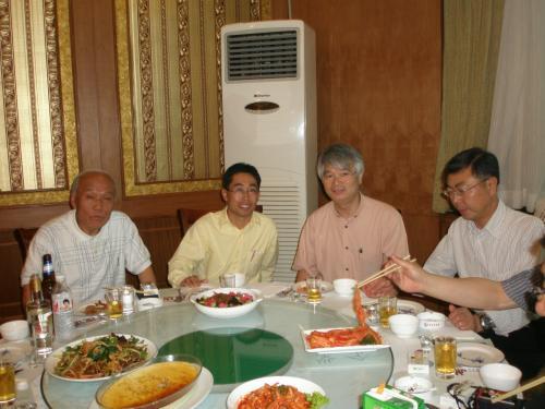 一番左 安図県、長白山国際観光ホテルの朴正人社長<br /><br />左から3人目の方は山形県からの参加者。<br /><br />皆様遠くから御参加ありがとうございます。