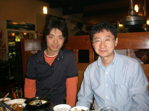 """二次会は日本の焼肉屋とその作りがそっくりな""""牛村""""で。<br /><br />瀋陽から懇親会に出席して下さったSさん(右)も二次会に参加。隣のIさんとは同業者。Sさんは香港や北京でも勤務されたことがある九州人です。中国語お上手でした。<br /><br />当日は参加ありがとうございました!"""