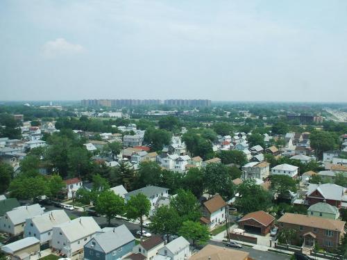 客室からの眺め。緑に囲まれた住宅地。